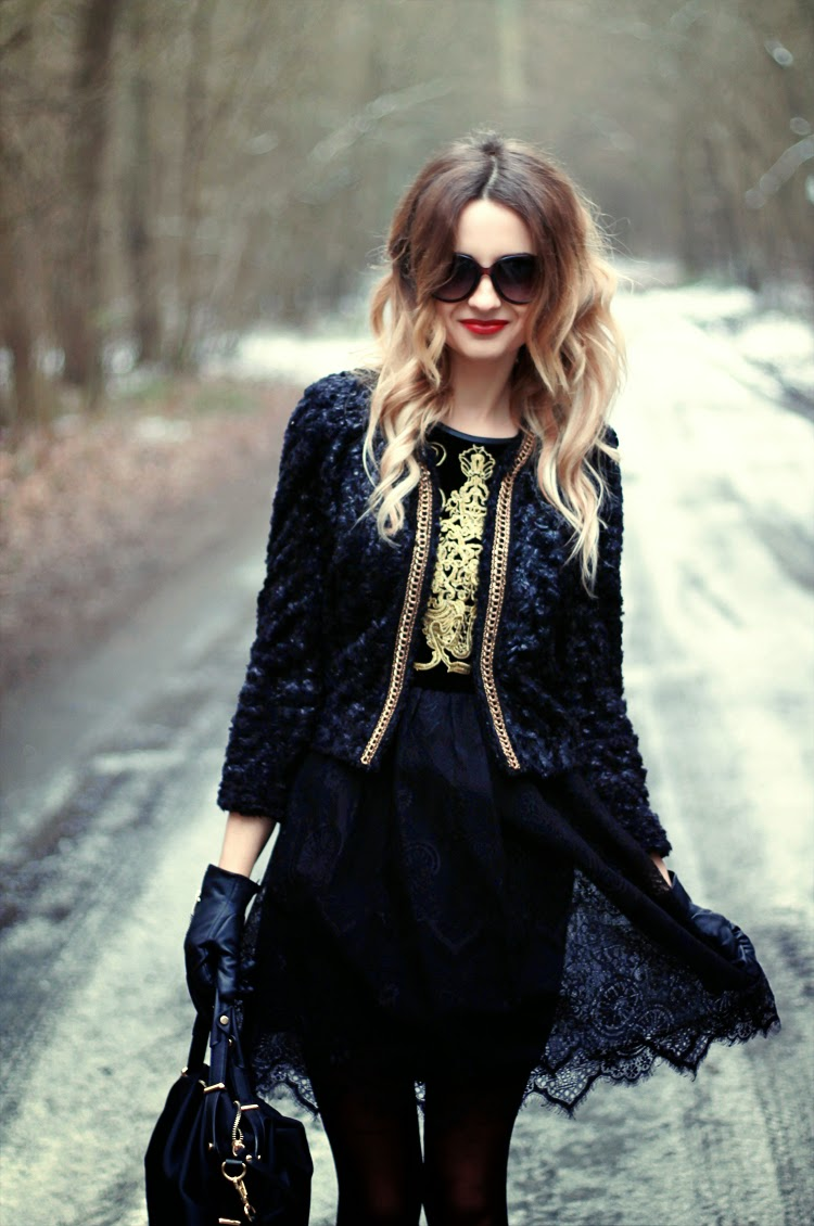 Blonde Blogger Lilis Girl Curly Hair Black Dress Fashion