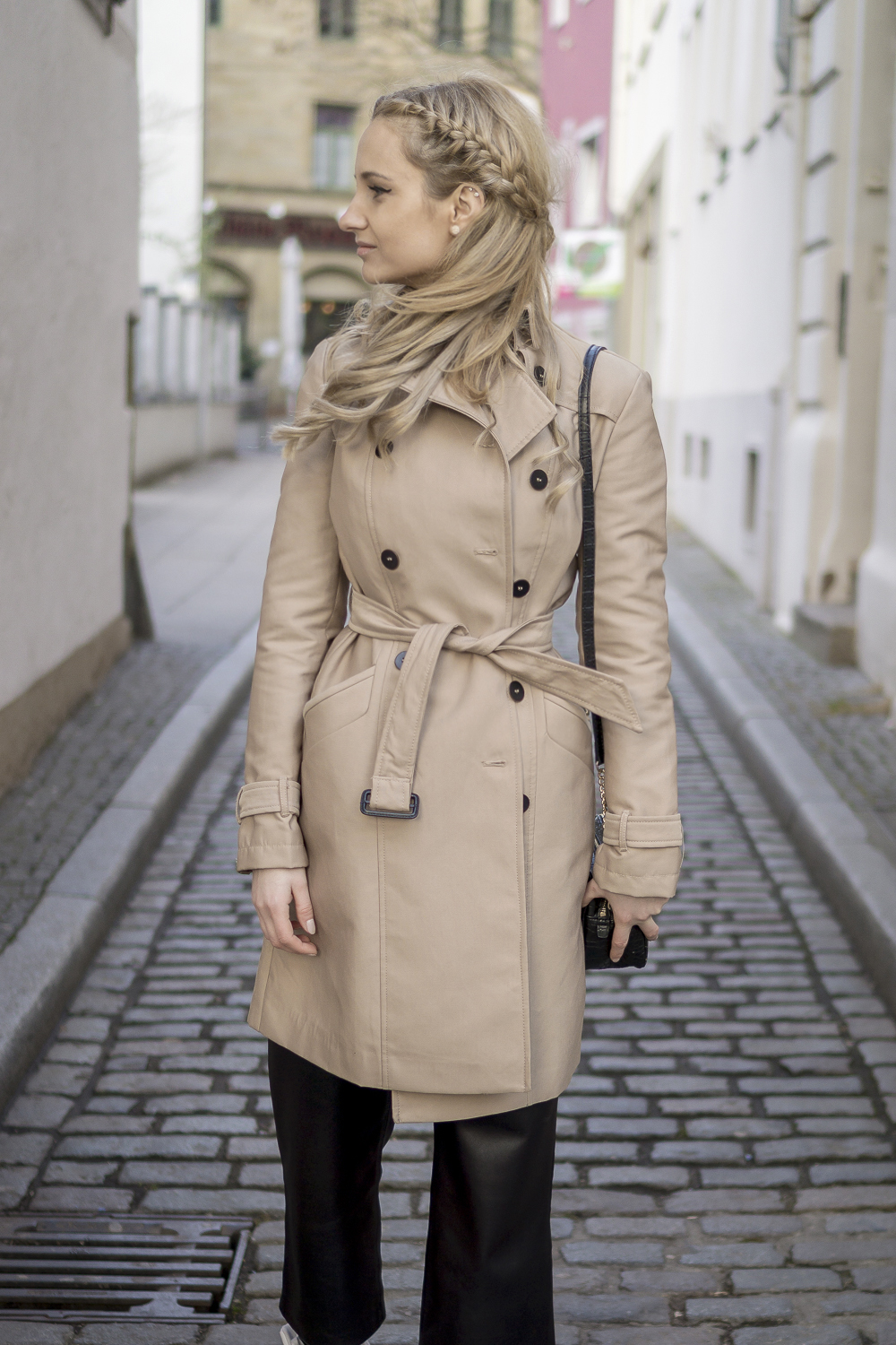 Must Have For Spring Beige Trench Coat Outfit Street