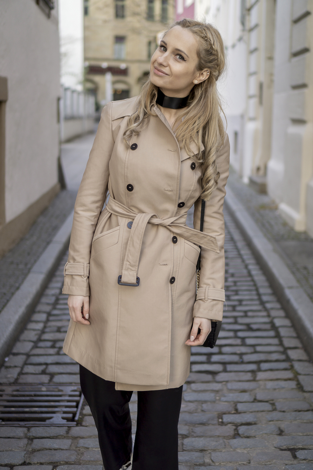 Must have for spring: beige trench coat. Outfit street ...