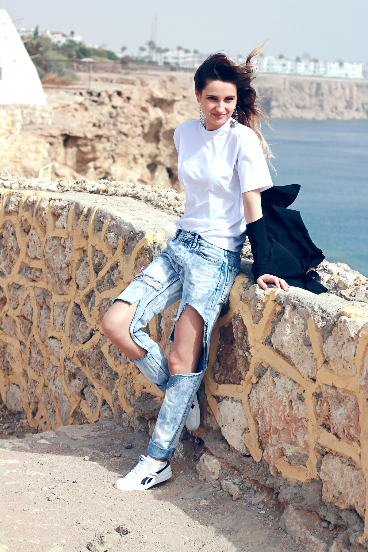 topshop ripped boyfriend jeans dkny black shirt reebok sneakers fashion blogger girl polishgirl blonde denim pants curly hair casual minimal look white tee edgy clothes outfit what to wear vogue 1200 7