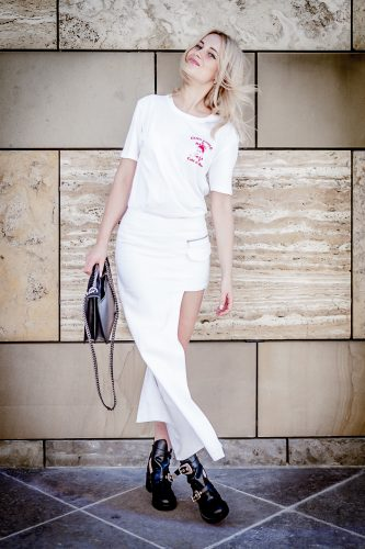 ootd wearing all white outfit tumblr girl bloger vogue