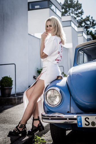 wear white outfit summer tshirt skirt gucci bag blonde girl style fashion bloger